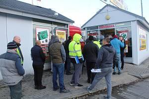 Fronta na nové mýto na hraničním přechodu v Rozvadově