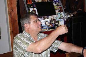 Soutěž amatérských vinařů Tachovská bobule se koná už jedenáctým rokem Pořádá ji organizační skupina s názvem Chaos