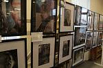 Z vernisáže výstavy fotoklubu ve Stříbře.
