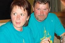 Starosta Tachova z Českolipska Martin Píša s manželkou si v sobotu večer pochutnávali v Oldřichově na selátku