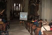 Vedoucí plzeňské hvězdárny Lumír Honzík zavítal při příležitosti Hradozámecké noci do Kladrub, na přednášku Astronomie a čas.
