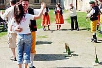 Kladrubští ochotníci vyzvali k tanci návštěvníky jarmarku.