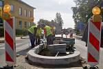 Oprava železničního přejezdu a výstavba dvou bezpečnostních ostrůvků na křižovatce u školy.