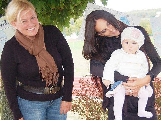 Hana Štybarová, vpravo sestra Zdeňka Štybara Aneta a jeho neteř Amálka.