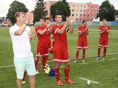 Potlesk domácích diváků za předvedený výkon opětovali tachovští hráči.