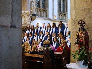 Tachovský dětský sbor se představil v kostele