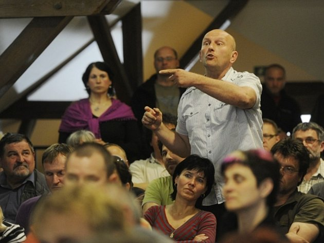 Většina ze 130 diskutujících občanů Stříbra odmítla 26. dubna na veřejné besedě, aby v osmitisícovém městě vznikla spalovna komunálního odpadu.