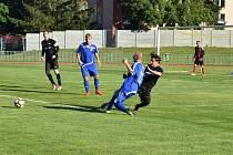 FK Tachov (modré dresy) nastřílel Motoru Záchlumí (černé dresy) třináct branek.