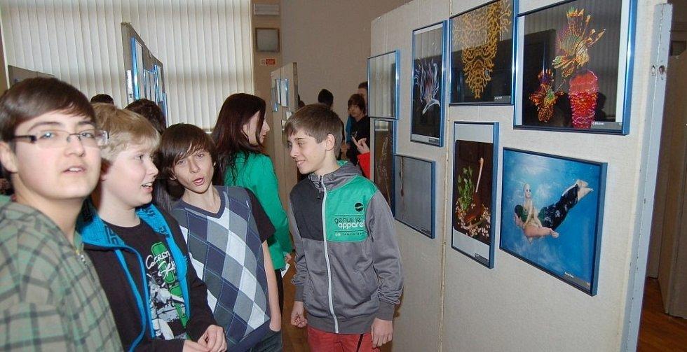 Výstavu fotografií s podvodní tematikou navštívily také děti základních škol.