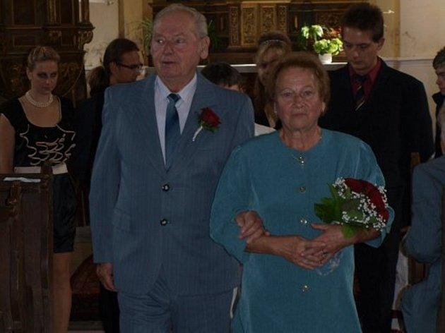 Božena a Josef Jarošovi oslavili zlatou svatbu. Jsou spolu už padesát let.