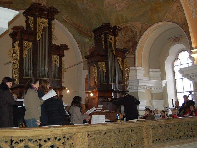 Varhany z poloviny osmnáctého století slouží v borském chrámu sv. Mikuláše často také jako koncertní nástroj. Jejich autorem je tachovský varhanář Antonín Gartner.