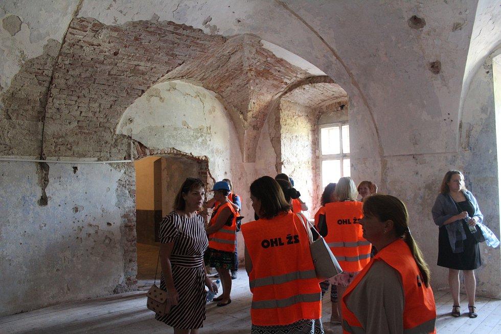 Zahájení stavební obnovy kladrubského kláštera.