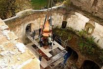 DOSUD BEZ STŘECHY. Zatím poslední větší úpravou, kterou prošel kostel sv. Prokopa v Lestkově, byla instalace věžičky přede dvěma lety.