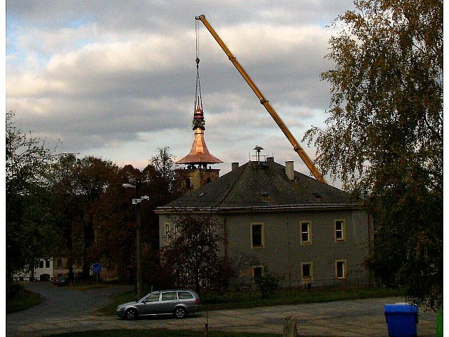Věž kostela v Lestkově dostala novou báň.