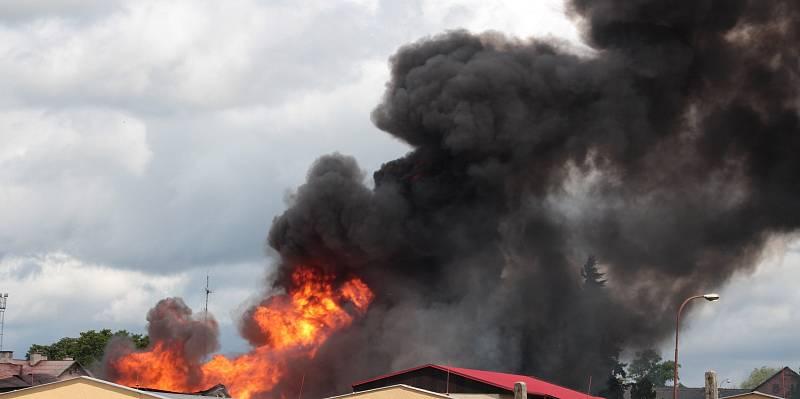 V Plané na Tachovsku hořel sklad plynových lahví.