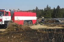 POŽÁR TRÁVY, který hasiči likvidovali v neděli dopoledne v Lomničce, se obešel beze škody. Jen za víkend vyjížděli hasiči na Tachovsku ke třem podobným událostem.