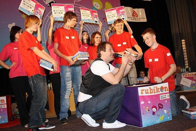Oblastním kolem se v pondělí v Tachově završila okresní část vědomostní soutěže pro druhý stupeň základních škol a odpovídající ročníky víceletých gymnázií Rubikon.