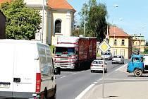Chodovoplánské obyvatele trápí intenzivní provoz na průtahu městysem. Problém má vyřešit stavba obchvatu