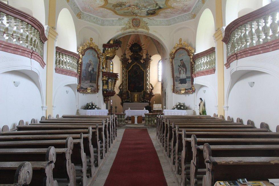Kostel ve Starém Sedle a kaple v Darmyšli.