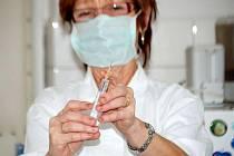 NA OČKOVÁNÍ PROTI PRASEČÍ CHŘIPCE lékaři nezvou, nemají očkovací látku.
