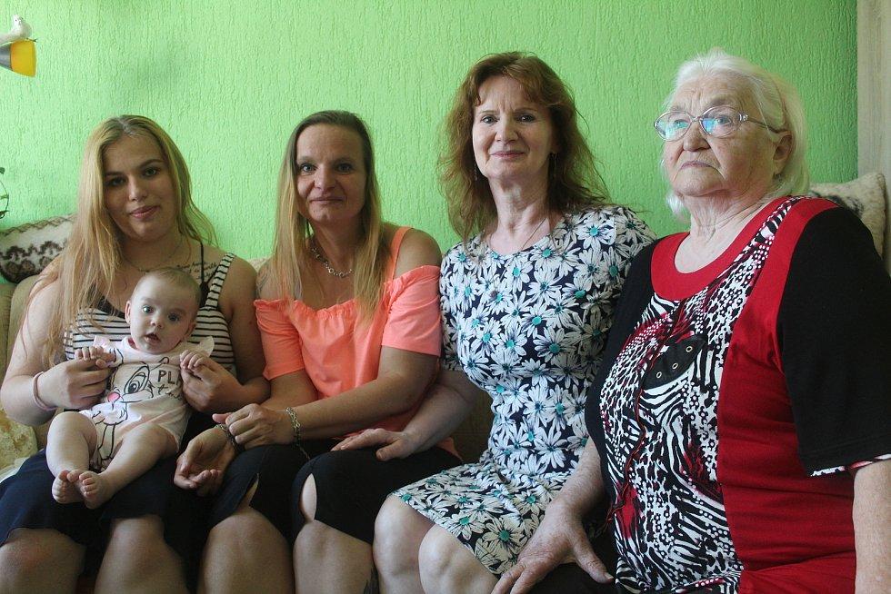 Pět generací žen z jedné rodiny se sešlo v neděli v Boru.