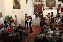 Sulislavskej kostelíčku, tak se jmenovalo vystoupení Lidové muziky z Chrástu, které se odehrálo v sulislavském kostele sv. Vavřince.
