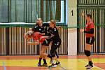 II. liga žen, 2. kolo: Slavoj Tachov (v černém) vs. Hvězda Cheb.