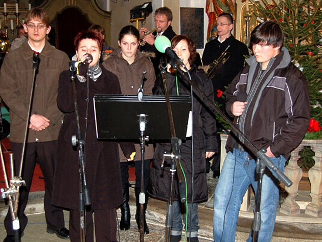 Chodovarka vystoupila v sobotu večer na tradičním vánočním koncertu v kostele Povýšení svatého kříže v Chodském Újezdu