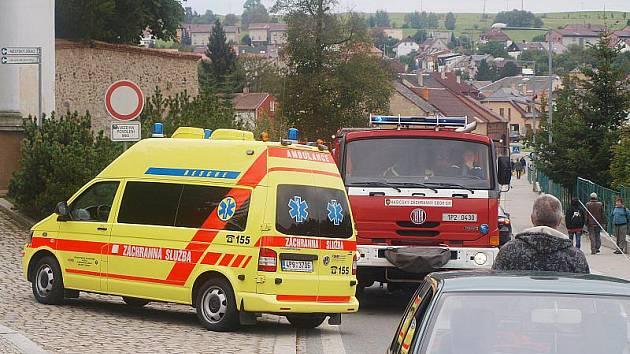 V tachovské Zámecké ulici srazil řidič nepozornou dívku.