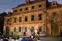 Cebivská náves zve na divadlo, ohňovou show a navštívit můžete i zámek