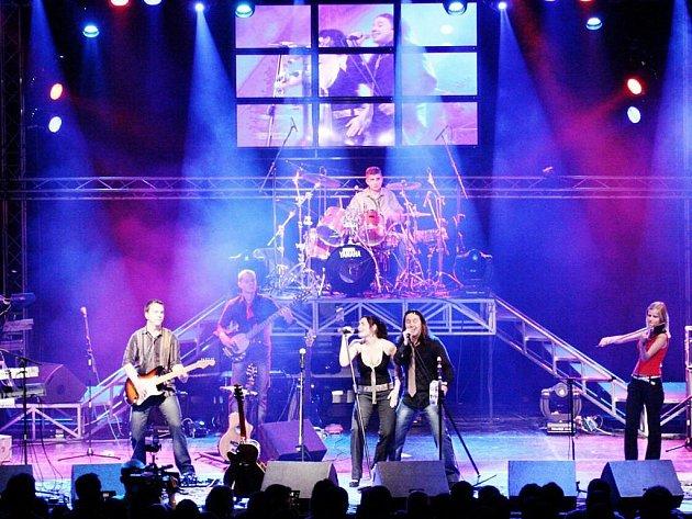 Skupinu Erion si vybral pro odstartování svého vánočního megakoncertu v prosinci roku 2007 v pražské Lucerně také známý zpěvák Peter Nagy.