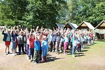 Několik desítek dětí z Tachovska tráví letní prázdniny i na táboře IZS nedaleko Kožlan na Plzeňsku.