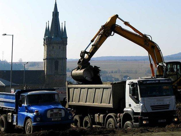 Demolice bývalé sokolovny v Tachově.