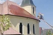 KOSTEL V REKONSTRUKCI. V těchto dnech začaly práce na obnově kostela ve Ctiboři.