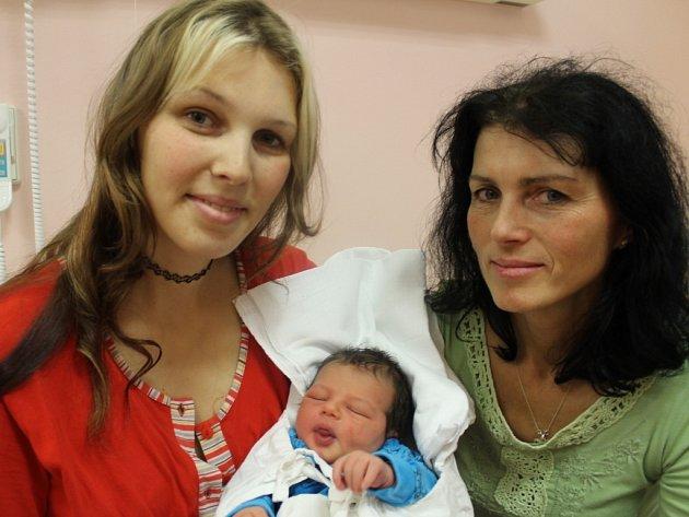 Maminka Kateřina Mattuschová spolu s babičkou Hankou Košťálovou chovají Vojtěcha (3,53 kg, 50 cm), který přišel na svět 30. 10. v 5:00 ve FN v Plzni. Doma ve Stříbře se na ně těší tatínek David Mattusch.