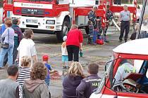 Hasičské sbory z okolí, tachovské profesionály a občany pozvali v sobotu odpoledne přimdští hasiči k oslavě šedesátin.