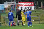 Tatran Chodov (ve žlutém) - TJ Chodský Újezd (v modrém) 2:2 (2:0), PK 3:4.