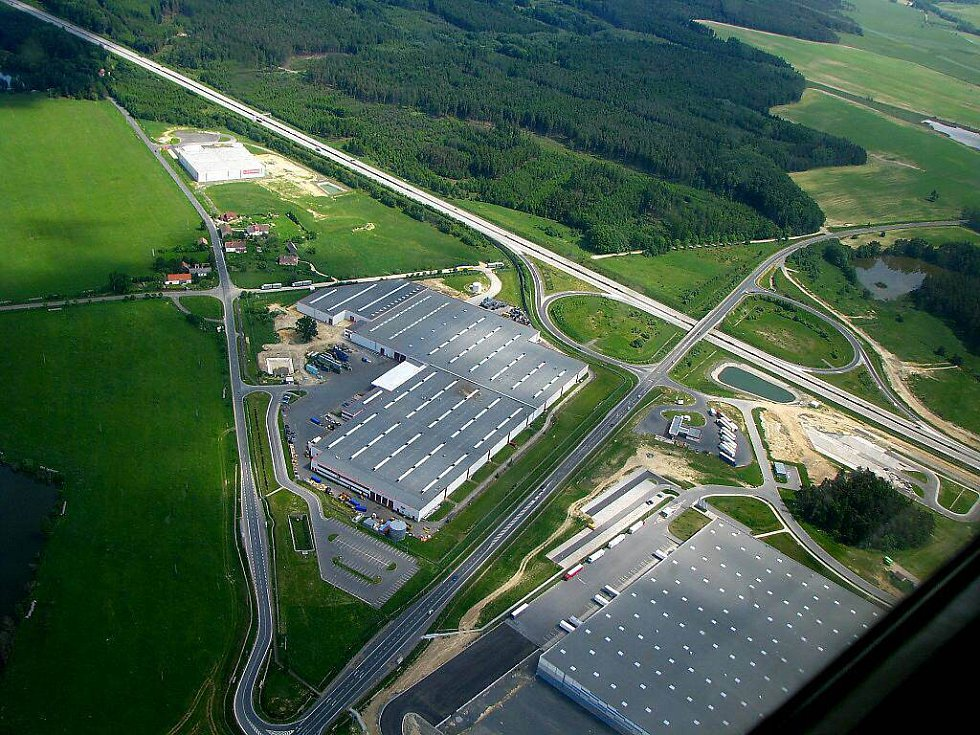 Průmyslová zóna u obce Nová Hospoda.