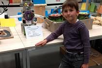 Samuel Princl s výrobkem Robotem Hračičkou byl jedním z nejmladších  účastníků soutěže. Foto:Jaroslava Pachlová