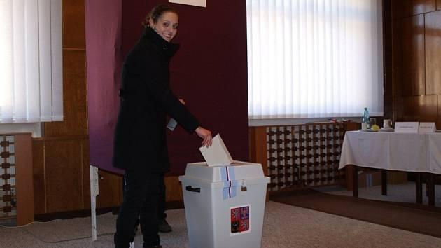 Pavlína Peteříková poprvé u voleb – v den svých osmnáctých narozenin.
