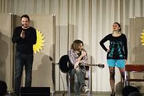 ZPĚVAČKU EDITU Adlerovou doprovázeli v programu Martin Davídek, Klára Bukovská, Michal Skořepa, Štěpán Marek, Šimon Marek.