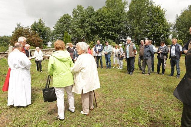Bývalí obyvatelé Hošťky žijící nyní v Německu se pravidelně v obci schází, aby společně zavzpomínali na dobu svého dětství.