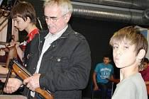 Střelecká liga základních škol byla ve čtvrtek zahájena v Tachově.