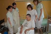 V Nemocnici následné péče Svatá Anna v Plané získávají základní praxi žákyně třetího ročníku plánského středního odborného učiliště