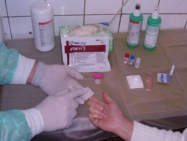 V KOTCI se mohli zájemci podrobit testům na virus HIV a žloutenky v krvi.