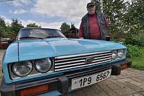 Veterány vyrazily na cestu kolem Česka, pojedou co nejblíže státních hranic. Na snímku Jaroslav Hofmann s vozem Ford Capri.