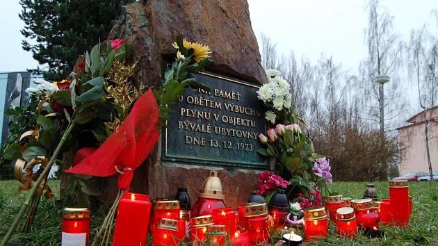 Na oběti neštěstí si přišly zavzpomínat desítky lidí