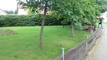 Staré oplocení parku bude odstraněno, nahradí je nové
