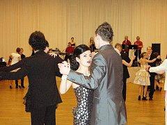 Sobotní večer v Tachově patřil tanečníkům. Účastníci kurzu tanečních si sobotní večer zpříjemnili druhou prodlouženou lekcí