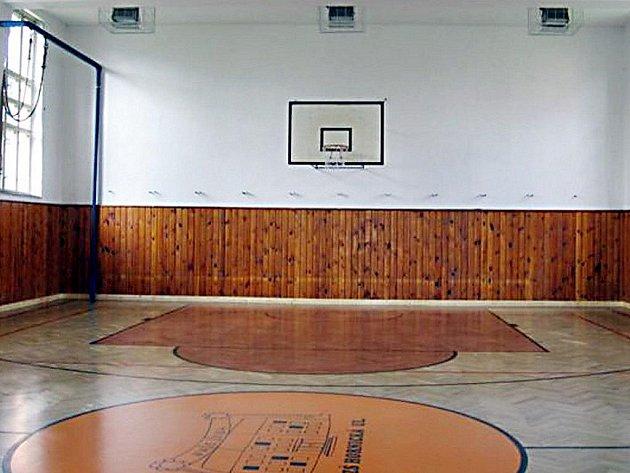 Tělocvična tachovské základní školy v Hornické ulici (na snímku) dostala nový povrch.